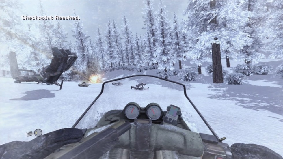 Aunque con limitaciones en su control, el nivel de la moto de nieve es muy divertido.