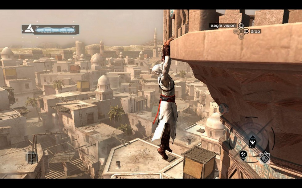 Altaïr escalando una atalaya.