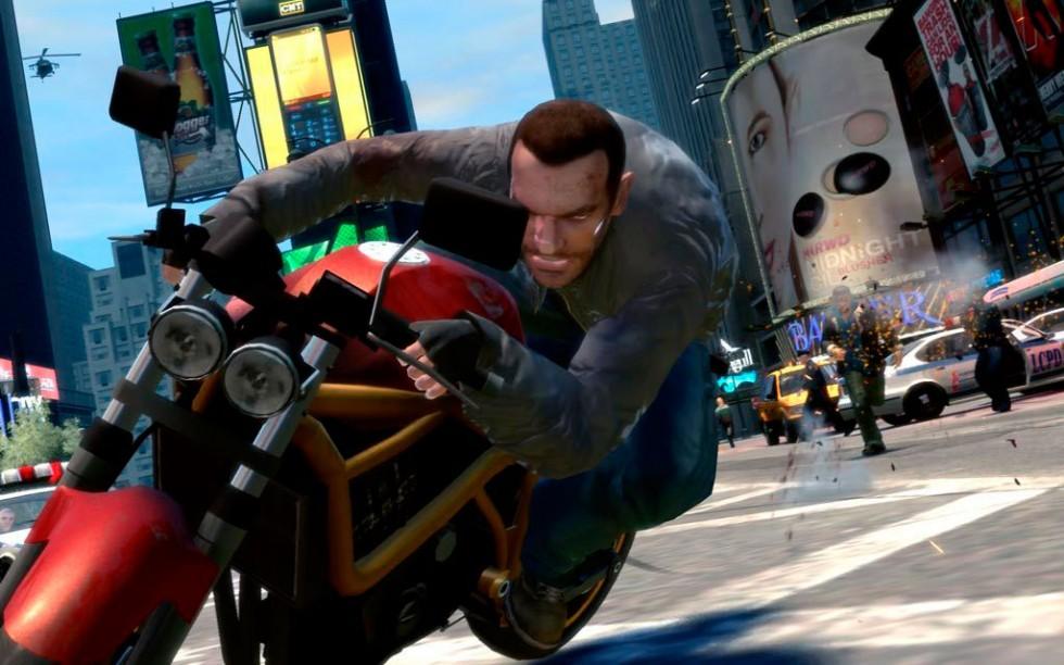 Niko haciendo lo que mejor sabe: escapar de la poli. Por desgracia, la presencia de motos en el juego es muy limitada.