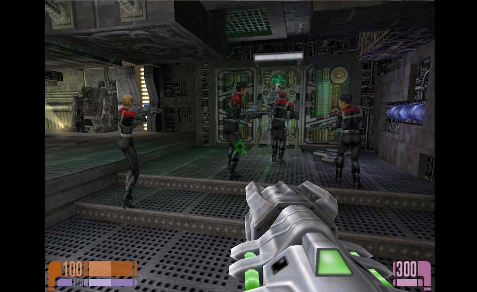 Los Borg tienen una actitud bastante ausente, pero como se enteren de nuestra presencia se dirigirán hacia nosotros con sus escudos aunque, eso sí, a su ritmo.
